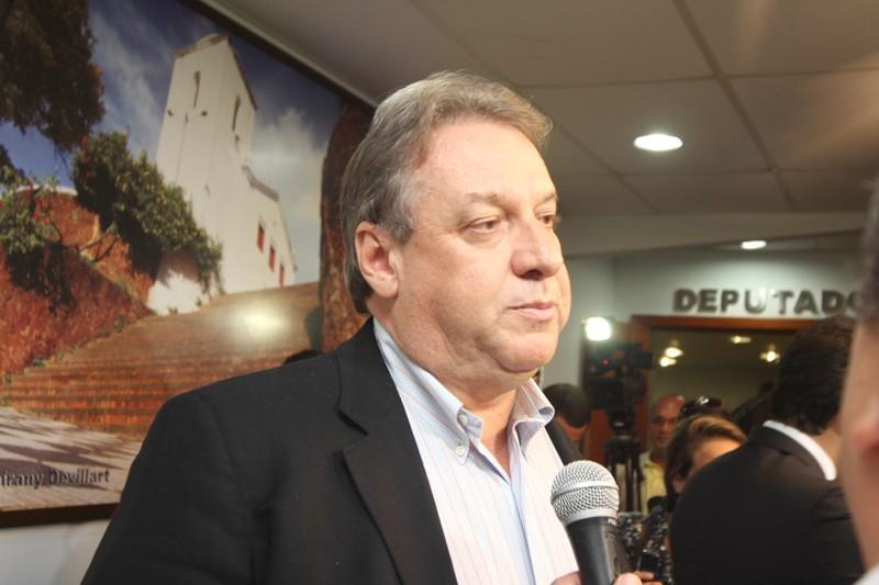 Resultado de imagem para deputado Romoaldo Júnior