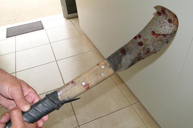 Resultado de imagem para tentou matar um homem a golpes de facão.