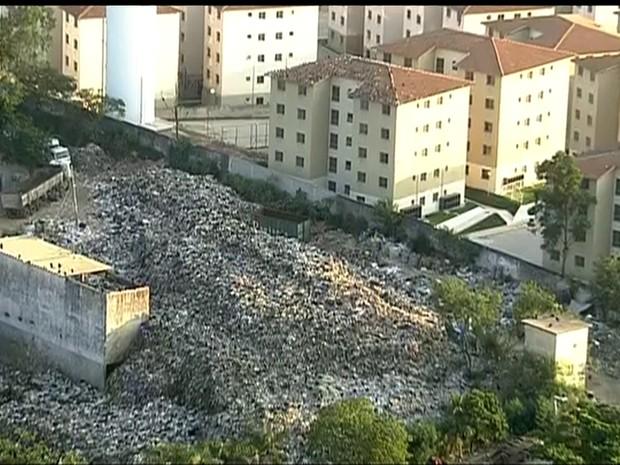 Montanha de lixo' chega ao 2º andar de prédio - Circuito Mato Grosso