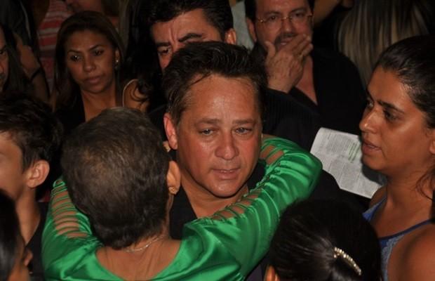 Leonardo recebe carinho na missa de 7º dia do pai - Circuito Mato Grosso