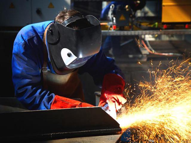 Indústria tem queda de 9% sobre agosto de 2014