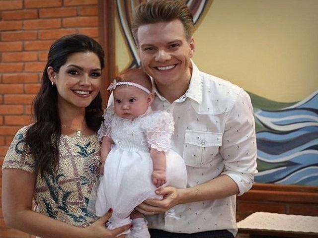 Thais Fersoza e Michel Teló batizam a filha, Melinda