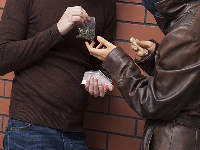 Tráfico de drogas praticado por réu primário não é crime hediondo