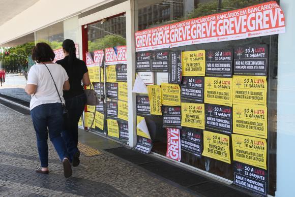 Bancários encerram greve após 31 dias de paralização