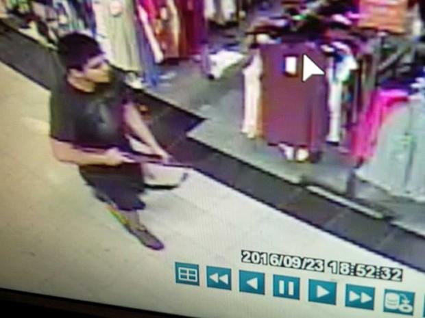 Suspeito de matar 5 pessoas em shopping dos EUA é capturado