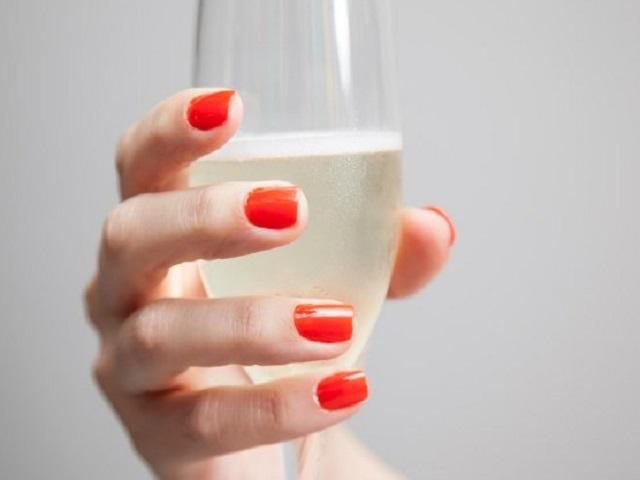 Acerte na cor das unhas para atrair boas energias no Ano Novo