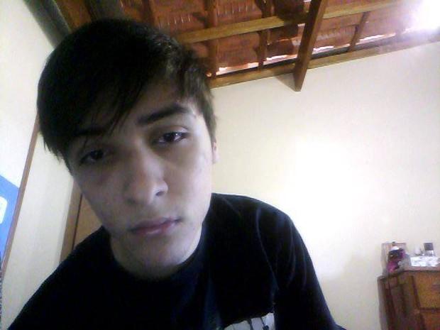 Casal gay diz ter sido agredido dentro de linha do Metrô em SP