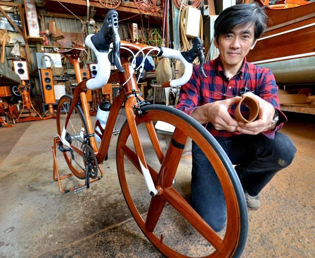Japonês cria bicicleta de madeira pela bagatela de R$ 50 mil