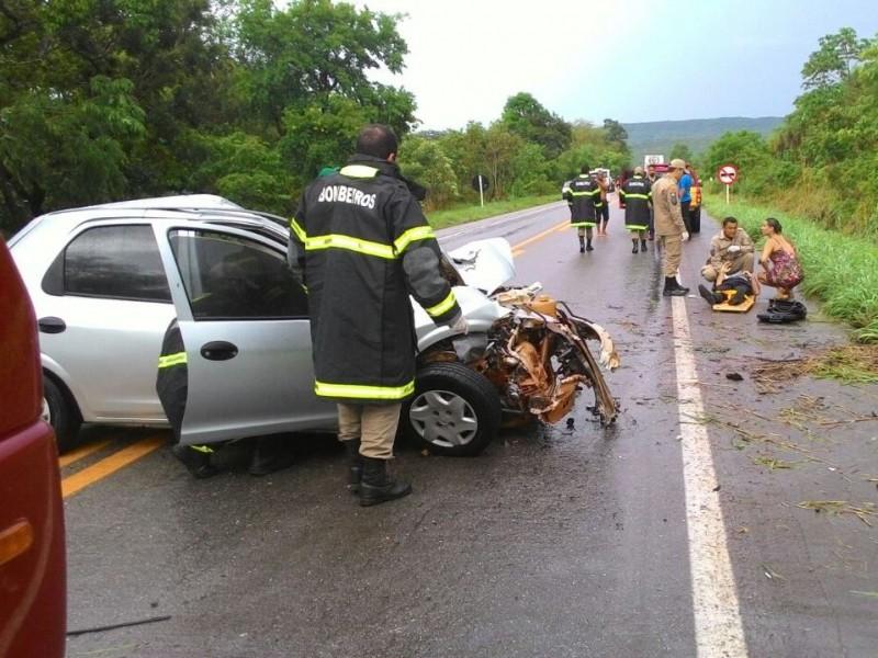 Mãe e filha morrem em acidente de carro na BR -070