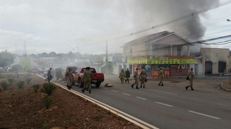 Incêndio atinge imóvel no bairro Jardim Imperial, em Cuiabá