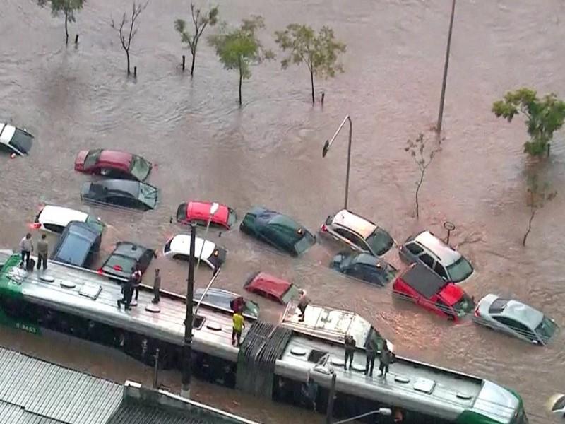 Doria aponta mau funcionamento de piscinão inaugurado neste mês