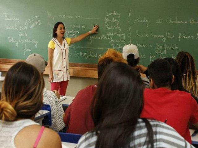 Resultado de imagem para Maioria dos municípios não paga o piso salarial aos professores, diz MEC