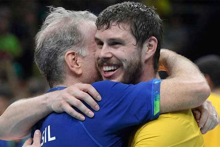 cc353ff8a76 Bernardinho revela que decisão de deixar Seleção se deu após abraço em  Bruninho
