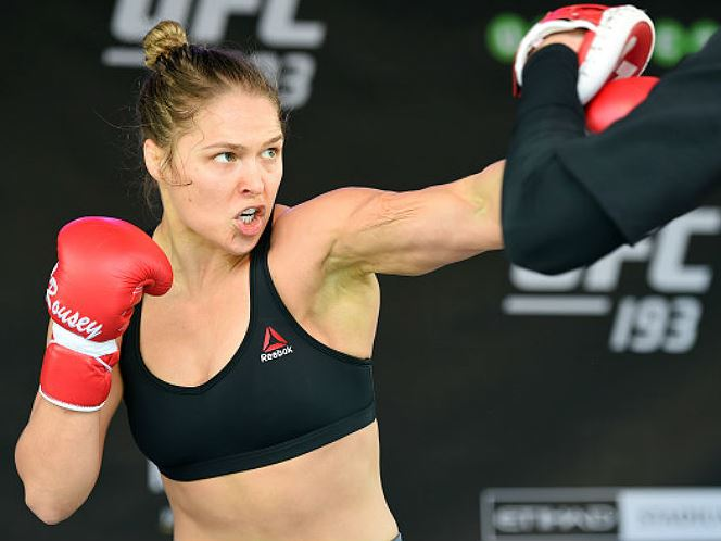 9379ee4af1a Pai de Mayweather se coloca à disposição para treinar boxe de Ronda Rousey