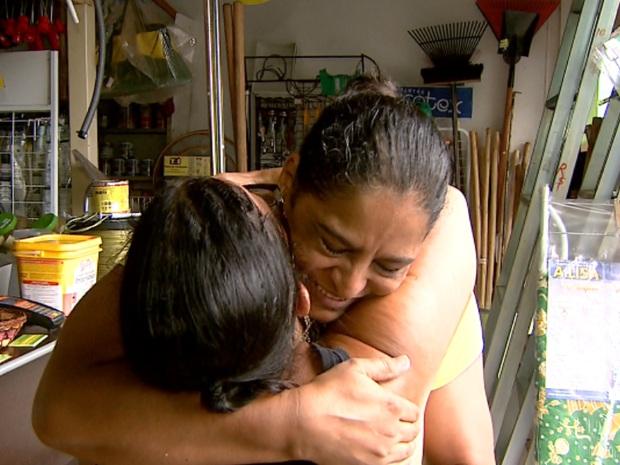 Mulher acha conta com dinheiro, paga e encontra dona para devolver troco