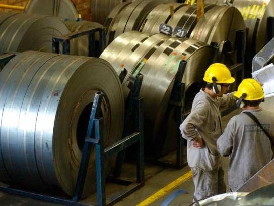 Resultado de imagem para Crise faz indústria do aço adiar investimento de US$ 3,2 bilhões