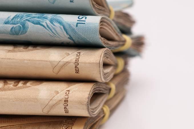 Inflação cai para 0,14% em abril e entra na meta, segundo IBGE