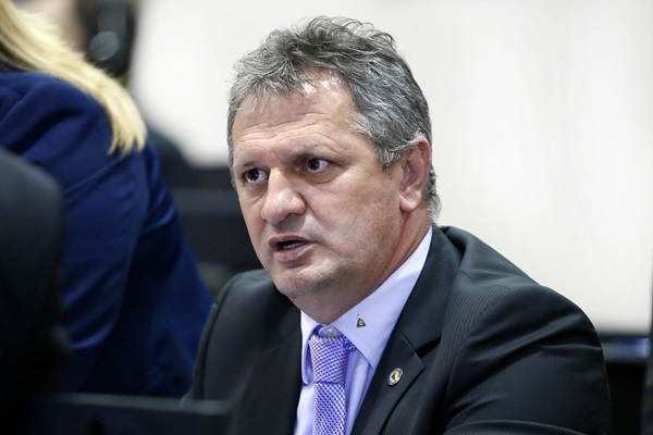 Líder de Taques rebate acusações de empresário quanto a caixa 2 em 2014