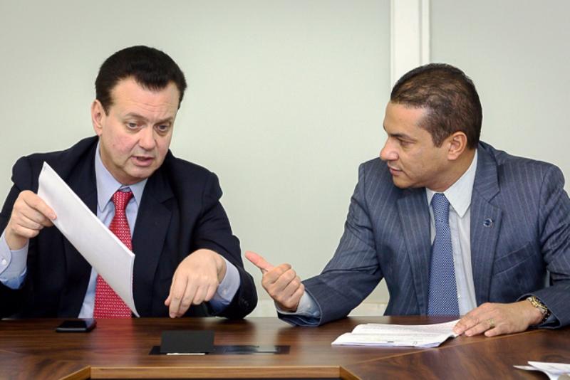 Ministros de Temer são investigados por relação com a JBS — Mais pressão