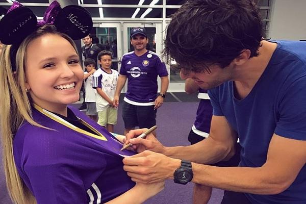 Larissa Manoela conhece Kaká após assistir jogo do atleta em Orlando 1b0387980d