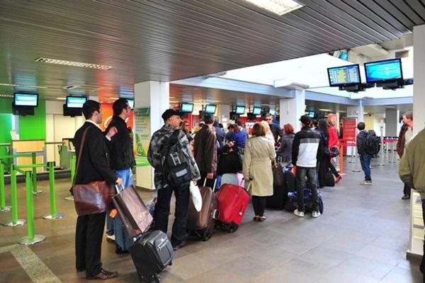 Cuiabanos levam golpe de agência;13 estão retidos em aeroporto de SC