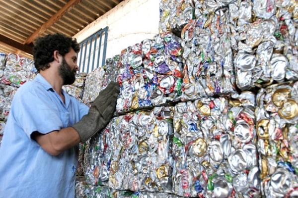Brasil reciclou 280 mil toneladas de latas de alum�nio em 2016