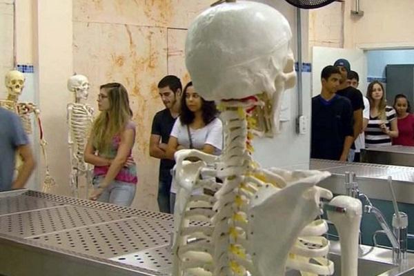 Governo suspende novos cursos de medicina por 5 anos