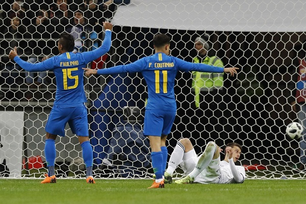 Brasil joga 'pela metade', mas goleia Rússia antes de teste de fogo