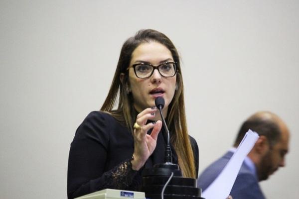Deputados querem ser um novo José Riva, diz Janaína sobre comando na Assembleia