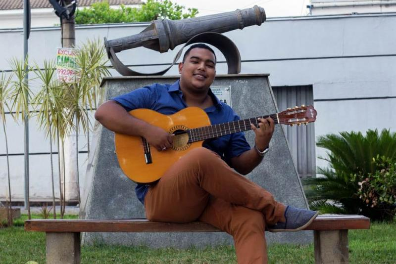 Kelvin Moraes comemora aniversário com o melhor do Partido Alto no Samba de Varanda